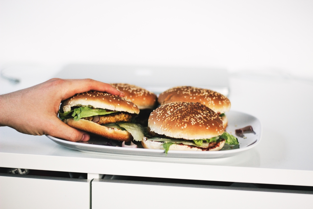 Image of hamburgers in an article about weight loss